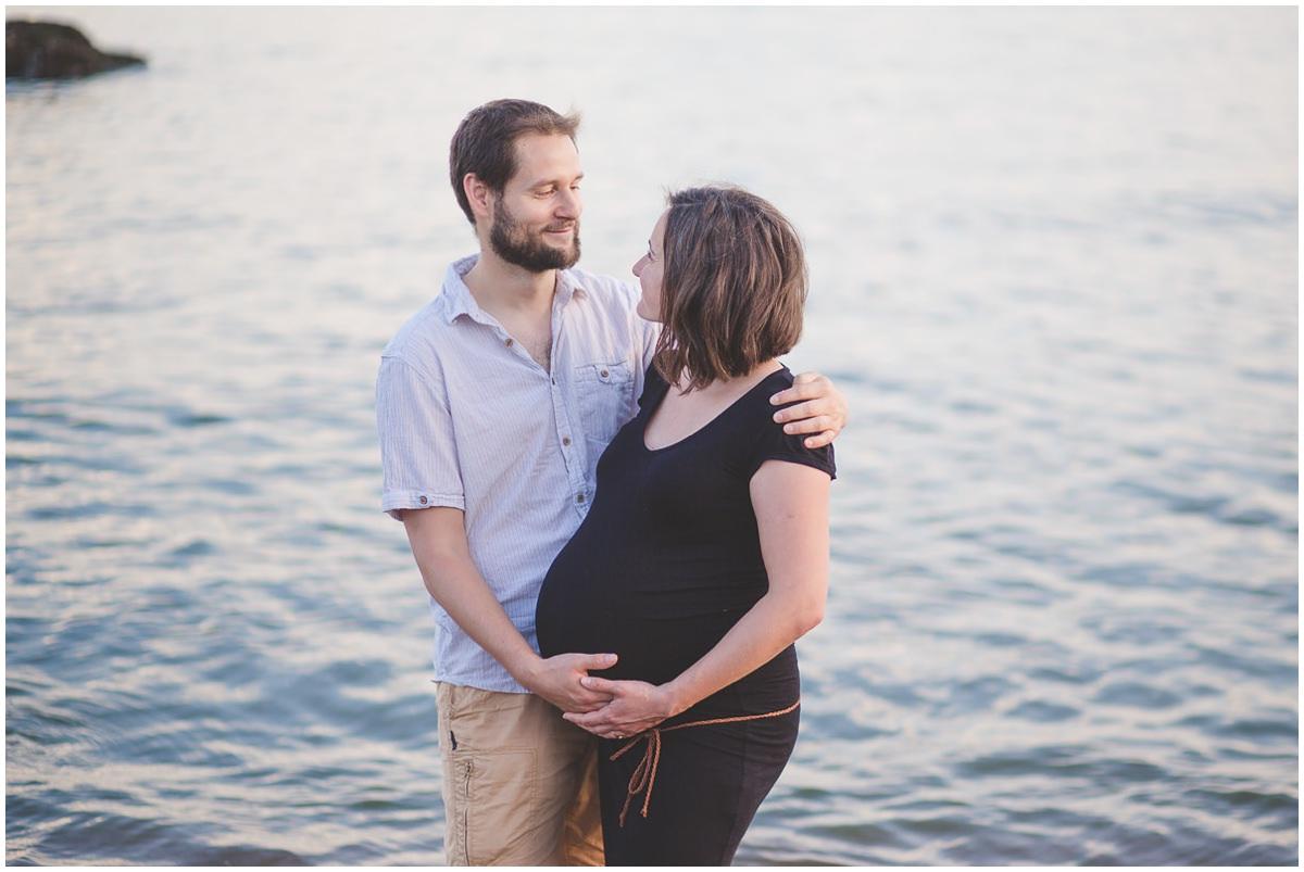 Séance photo future maman en bord de mer