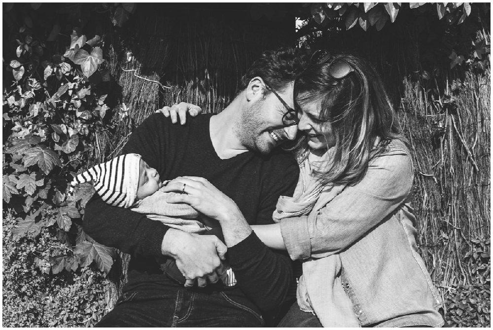Séance photo en famille avec un garçon de 4 ans et son frère d'1 mois