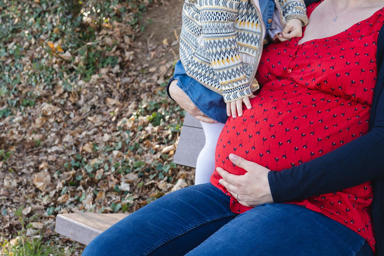 Photo de grossesse avec sa première fille et son mari